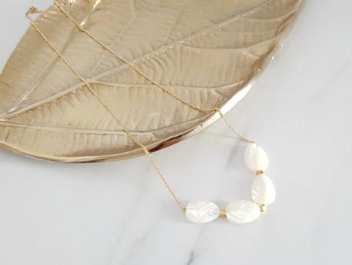 Collier feuilles de nacre