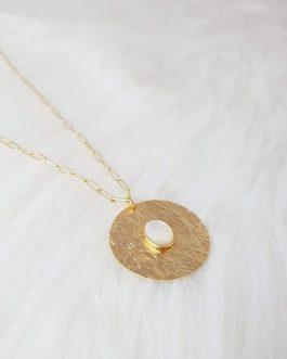 Collier pendentif martelé nacre