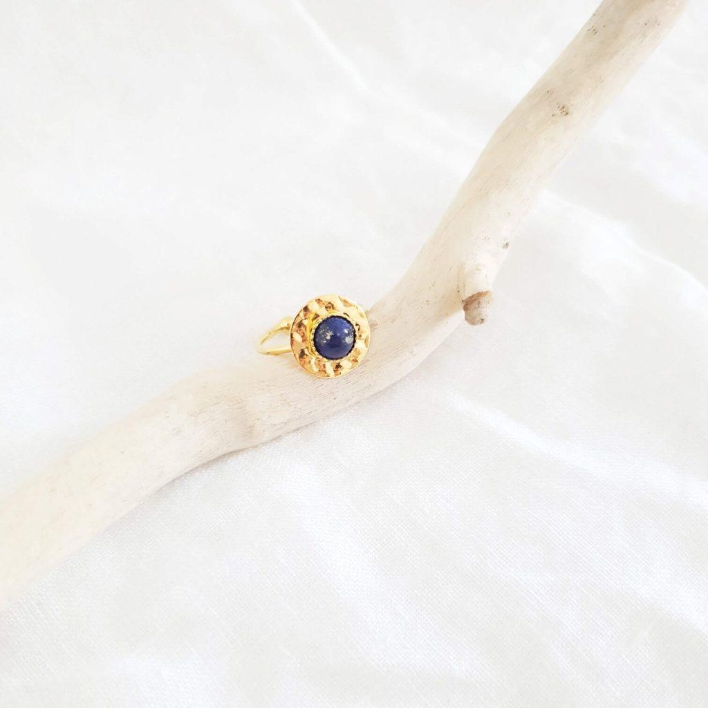 Bague martelée lapis lazuli