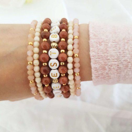 Bracelet lettres pierres et pompons