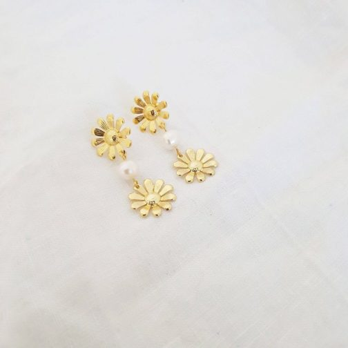 Boucles d'oreilles fleur nacre