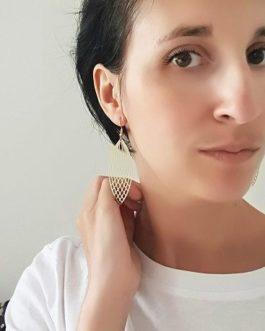 Boucles d'oreilles dorées structurées